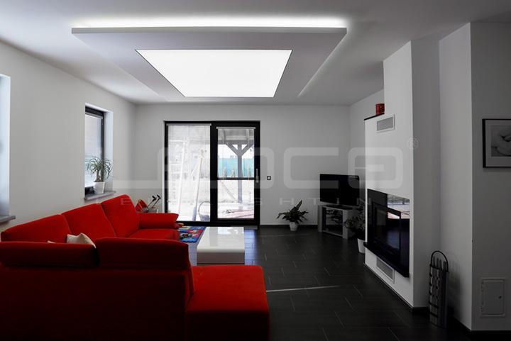 Elegantné osvetlenie v rodinnom dome - Svetelný strop - dizajnovo čisté riešenie osvetlenia v rodinnom dome.