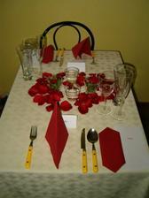 Instruktazni foto do restaurace na castecnou vyzdobu stolu....