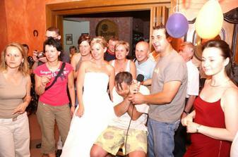 Pri karaoke se bavili vsichni......a taky vsichni zpivali