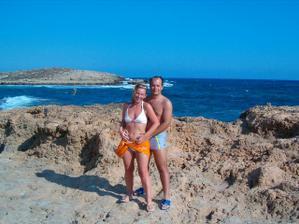 Svatebni cesta na Kypru. I kdyz az 3 mesice po svatbe, stejne to byla nejkrasnejsi zeme, kterou jsem kdy navstivila. Za nami je ostrov Nissi - je naproti nejkrasnejsi plazi na ostrove.