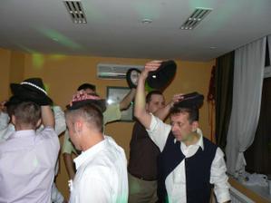 a bol aj klobúkový tanec, všetci sme sa dobre pobavili