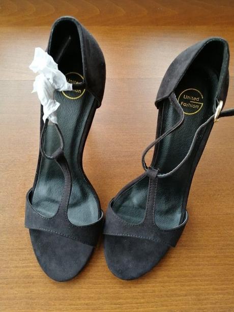 Černé sandálky - Obrázek č. 1