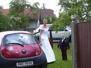 Právě jsem přijela na sraz svatebčanů, už jsou přítomni všichni, přijíždím jako poslední