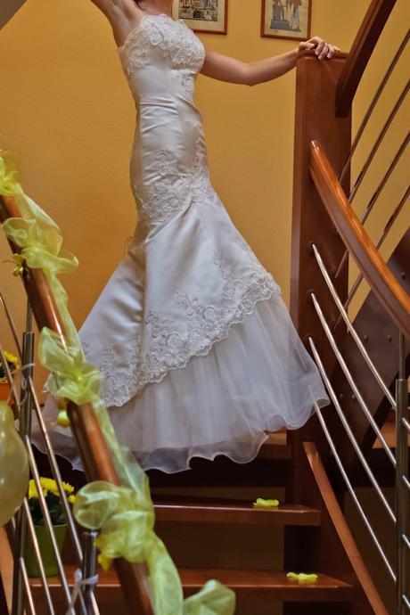 šaty, pekne tvarujú postavu - Obrázok č. 2