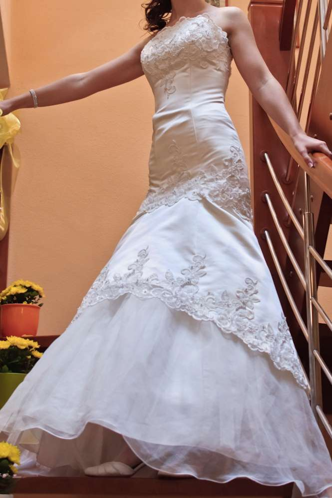 šaty, pekne tvarujú postavu - Obrázok č. 1