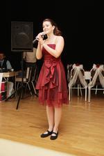 Švédska speváčka Magdalena... keď spievala tak nám všetkým naskakovala husia koža!!!!! prekrásny hlas!!!!
