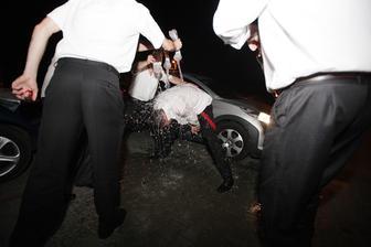 ... že hasič sa nemôže ísť prezliekať suchý :):)