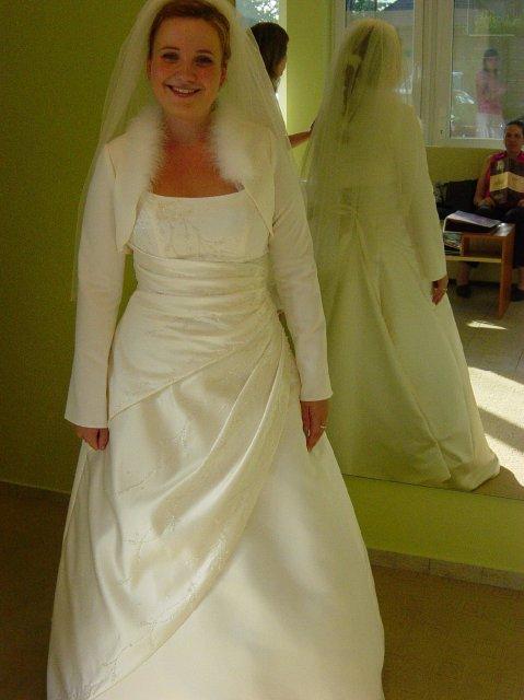 Jana a Martin - Super bolerko, dufam, ze na svadbu nebude 35 stupnov, ako ked som ho skusala:-)))