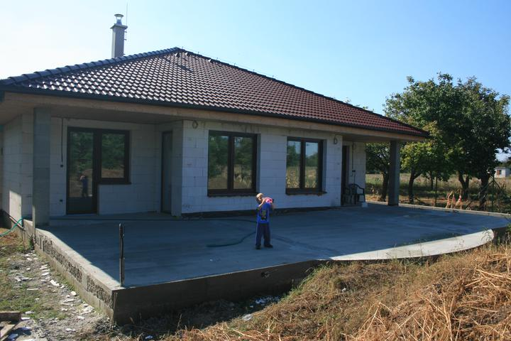 Náš domček - terasa zaliata