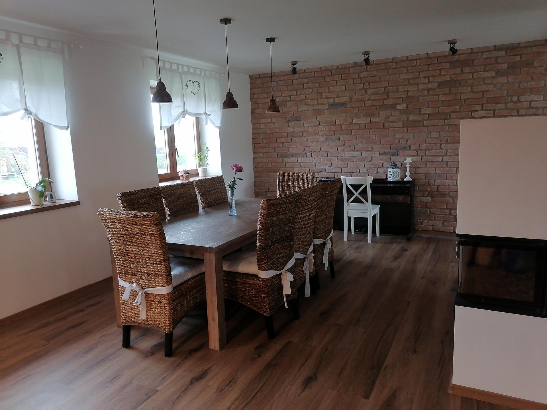Náš český farmhouse ❤️ - A už je ten domov zase trošku útulnější - máme roletky :)
