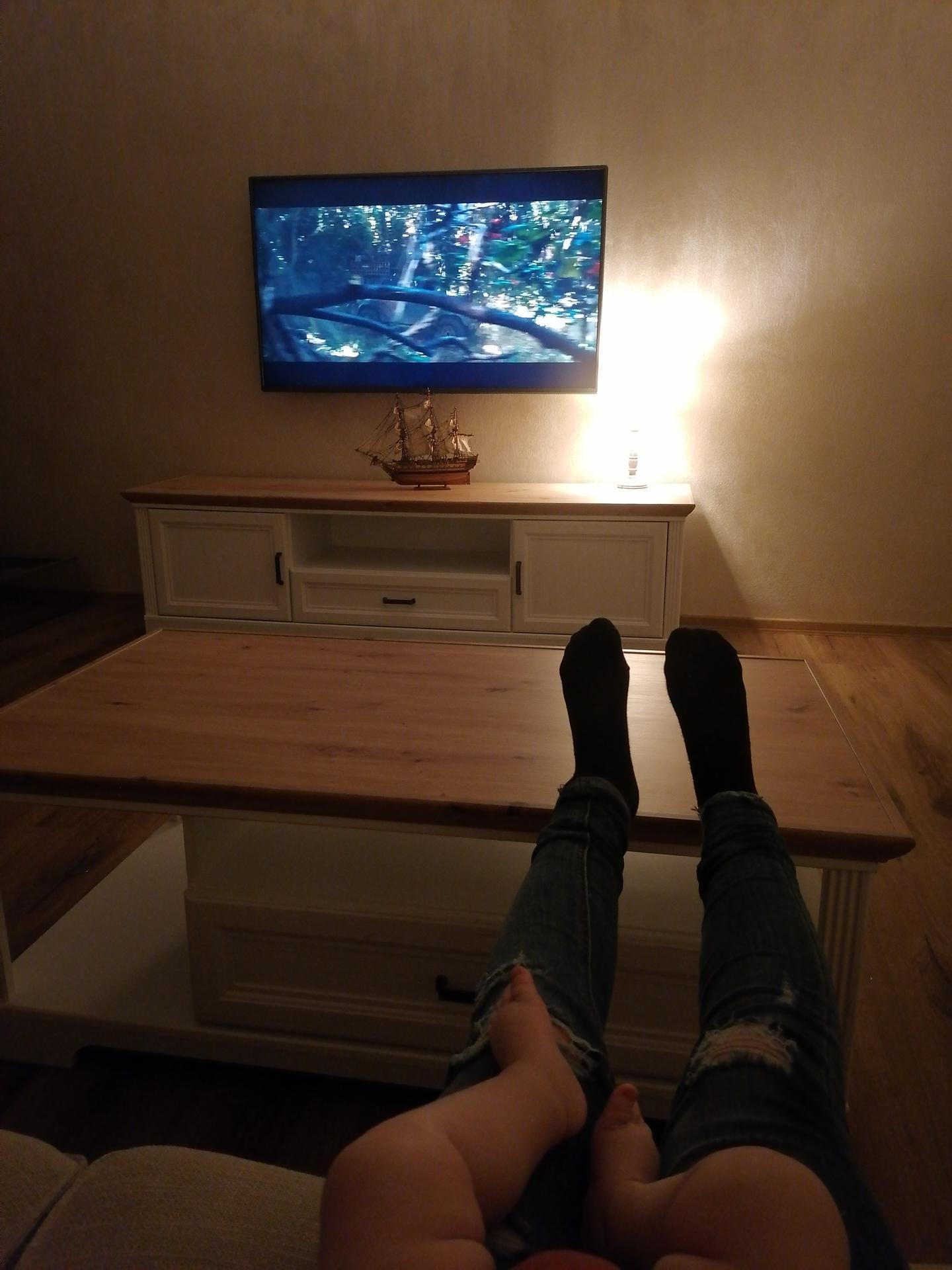 Náš český farmhouse ❤️ - Konečně přišel na řadu i obývák. Po X hodinách máme smontovany TV stolek a konferak.. Zlatá IKEA 😃