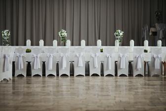 Jeden dlhokánsky stôl pre družbov a družičky :-)