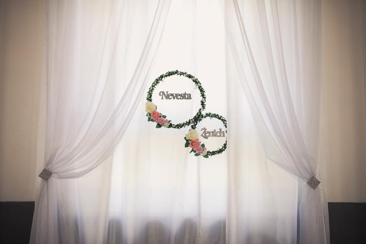 Svadobné kruhy za hlavná stôl na zástenu - Obrázok č. 1