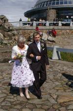 tetička Hanička vede ženicha