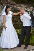 snehobiele svadobné šaty, 36
