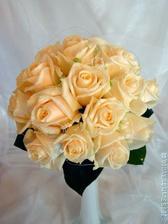 Z těchto růží budu mít svatební kytici s orchidejema