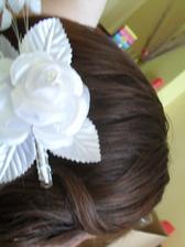 sponka kvetinka :-) len tak na ukážku pripnutá vo vláskoch :-)