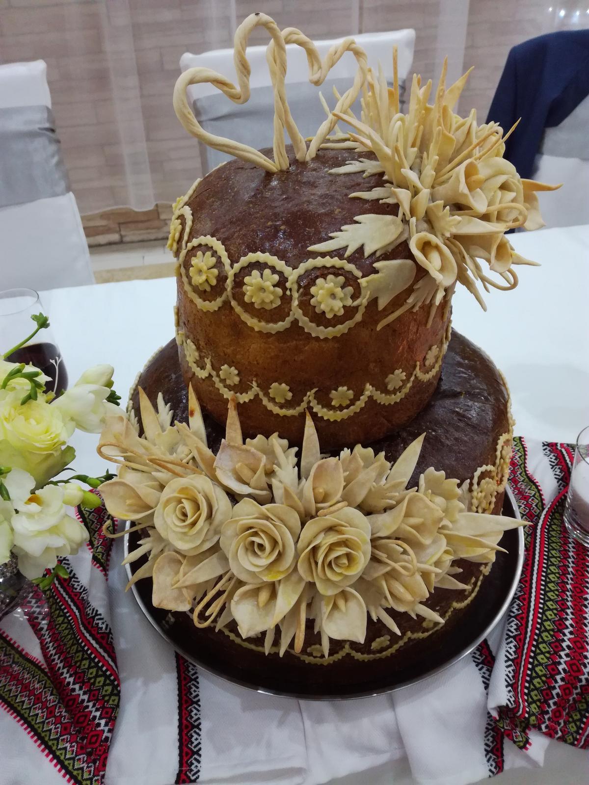 Foto mix - Ukrajinský svadobný chlieb - korovaj.