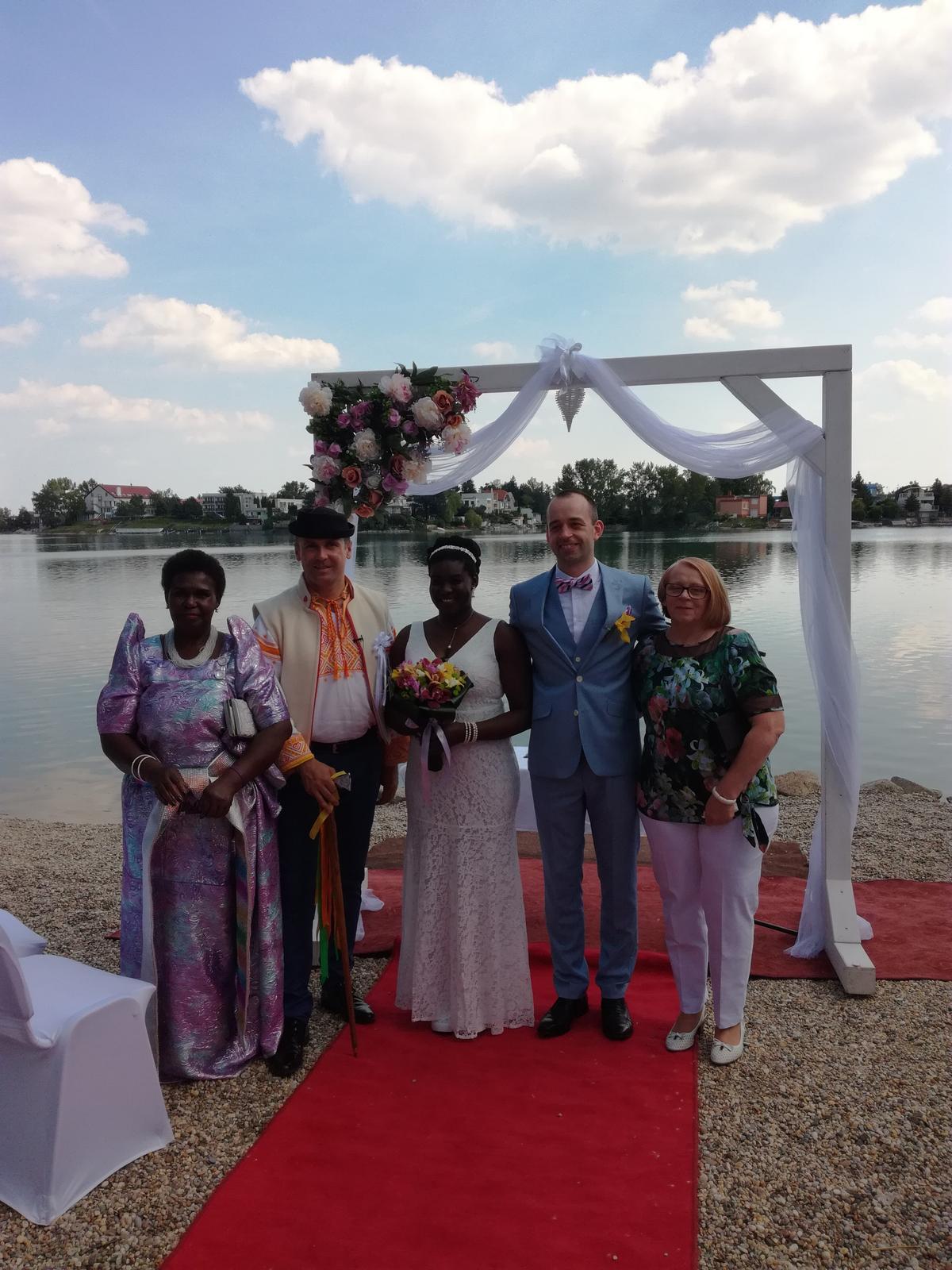 Foto mix - Áno si povedali aj ugandská princezná a slovenský mládenec.