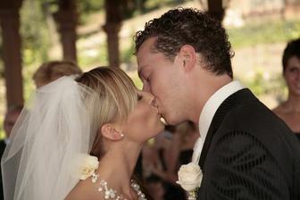 ...první novomanželská...
