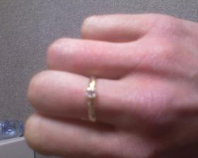 ...a od 18.6.2008 nosím na prstíku aj nádherný zásnubný prstienok...(taktiež z dielne kamaráta Joeyho)...