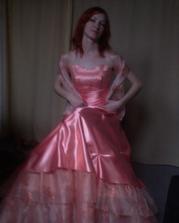 ....a po svadobnej noci som sa mala pôvodne objaviť v týchto šatách...