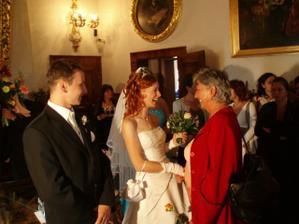 bola mi tlmočená gratulácia  od Dadky Švehlovej z Ameriky (na fotke mi ju odovzdáva jej maminka Zdenka)