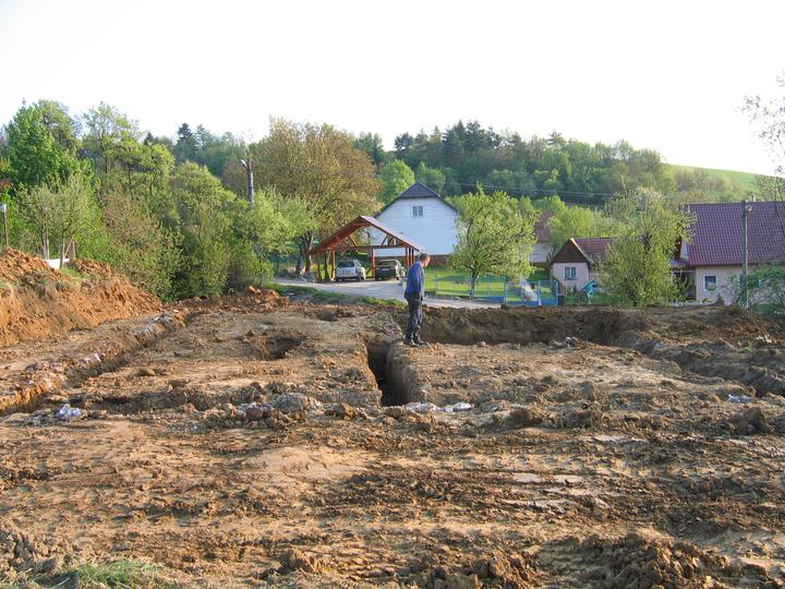 Nas domcek-upraveny bungalov 881 Euroline - základy vykopané...