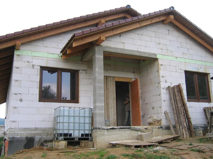 Nas domcek-upraveny bungalov 881 Euroline - už máme aj okná