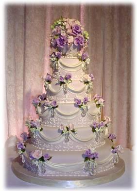 3.10.2009 - naša tortička, hore bude postavička mladomanželov