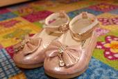 Bledoružové topánočky, 24