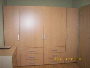 šatní skřín v ložnici