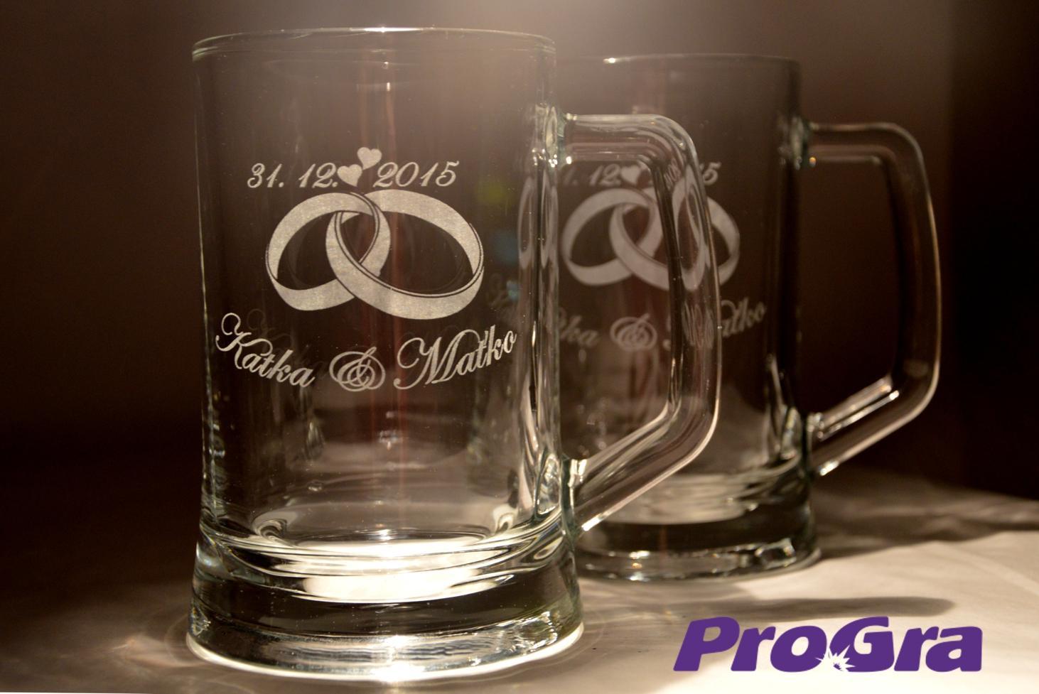 Svatební skleničky - Fiona - netradiční svatební poháry - krígle s tradičním gravírováním (grafika 22) z naší dílny