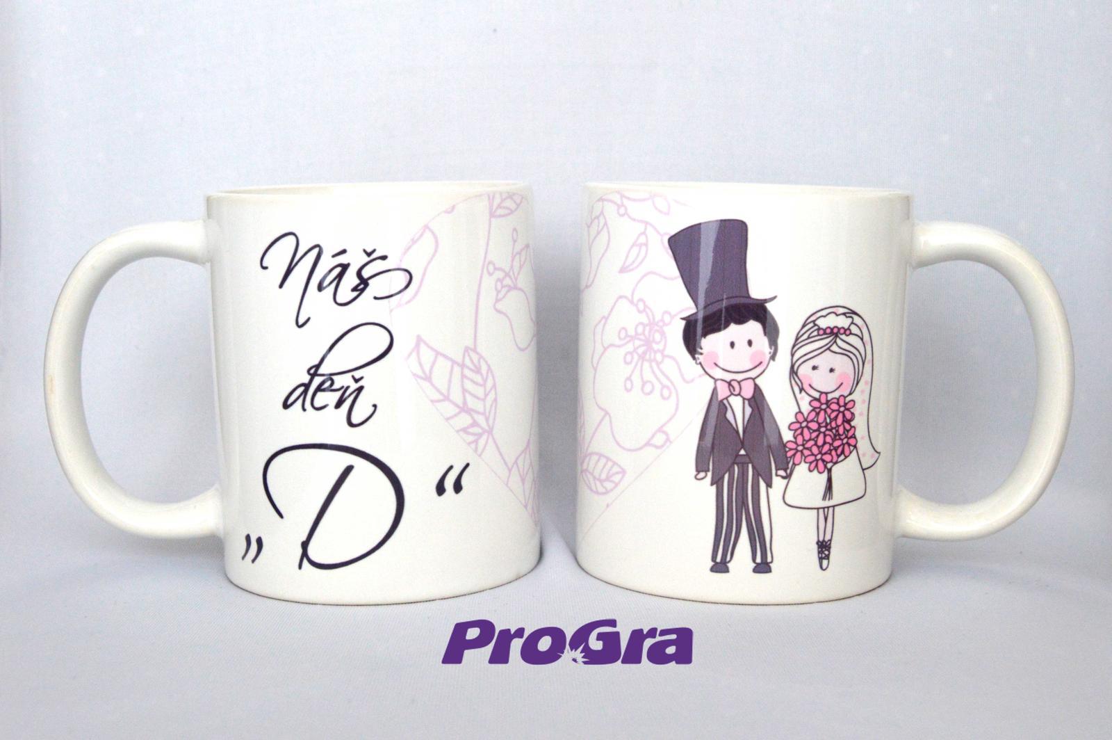 """Originální Svatební Doplňky - Náš den """"D"""" - set 2 ks hrnků laděných do růžovo -fialova s milou grafikou z naší nabídky"""