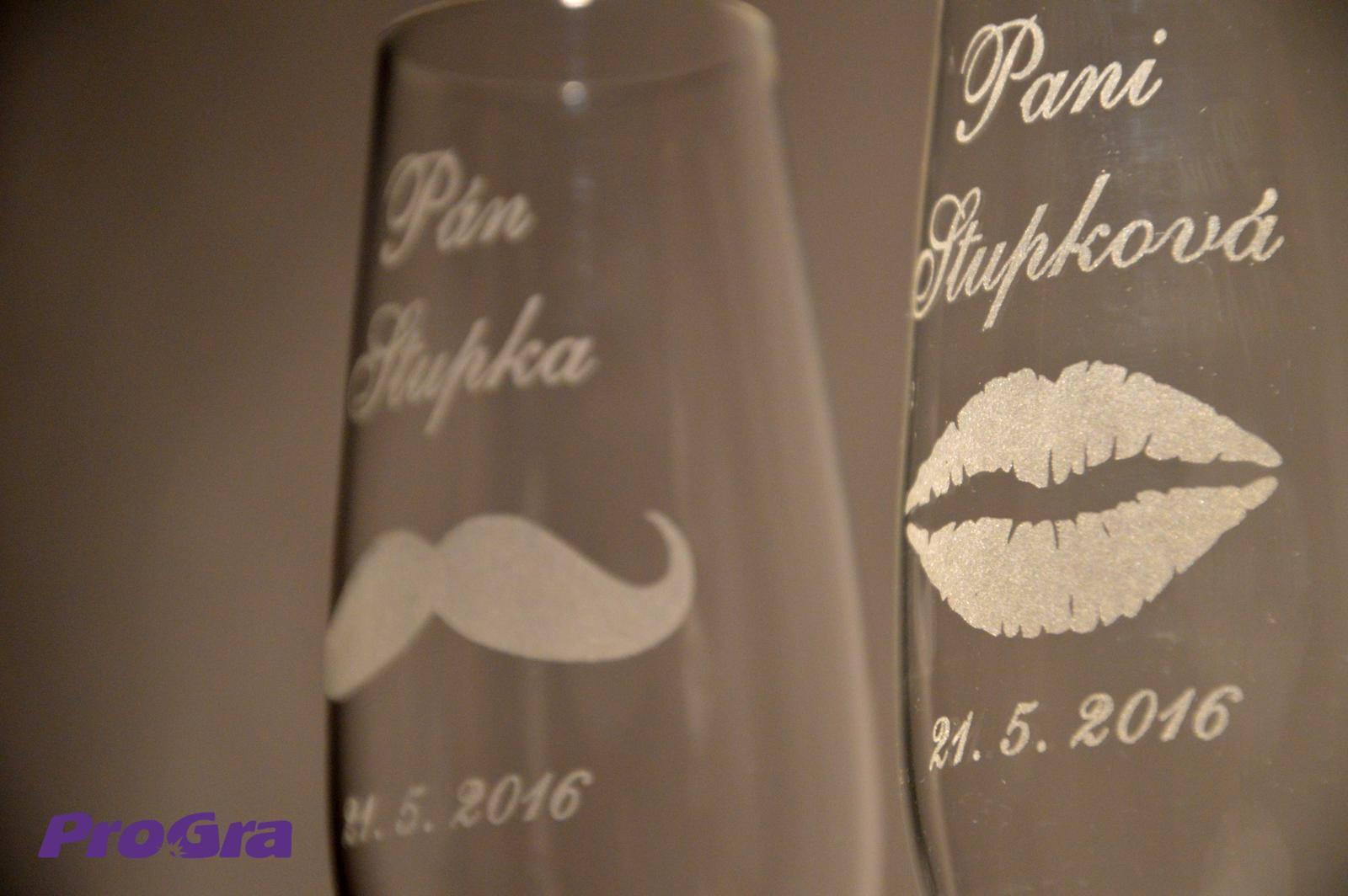 Svatební skleničky - Evelyn - svatební sklenice gravírované alternativou naší grafiky 26