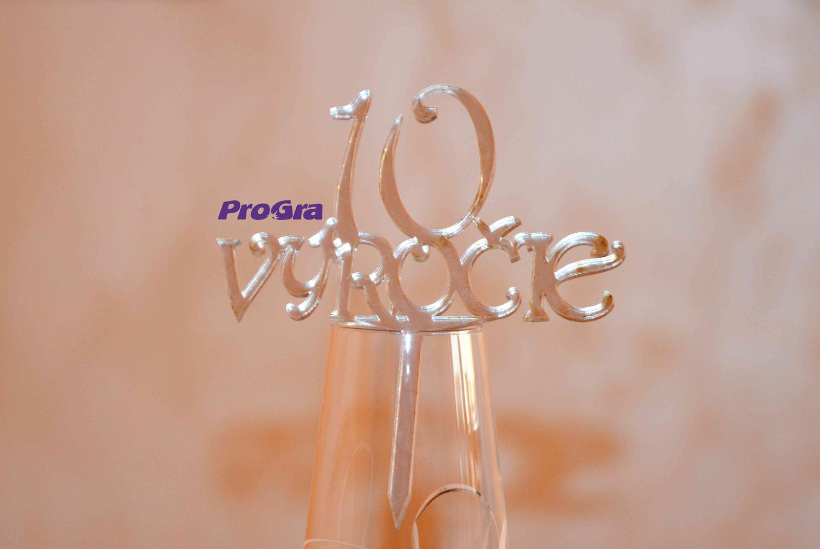 Po svatbě - Slavíte výročí svatby? Rádi pro Vás vyrobíme tento elegantní stříbrný zápich z plastu.