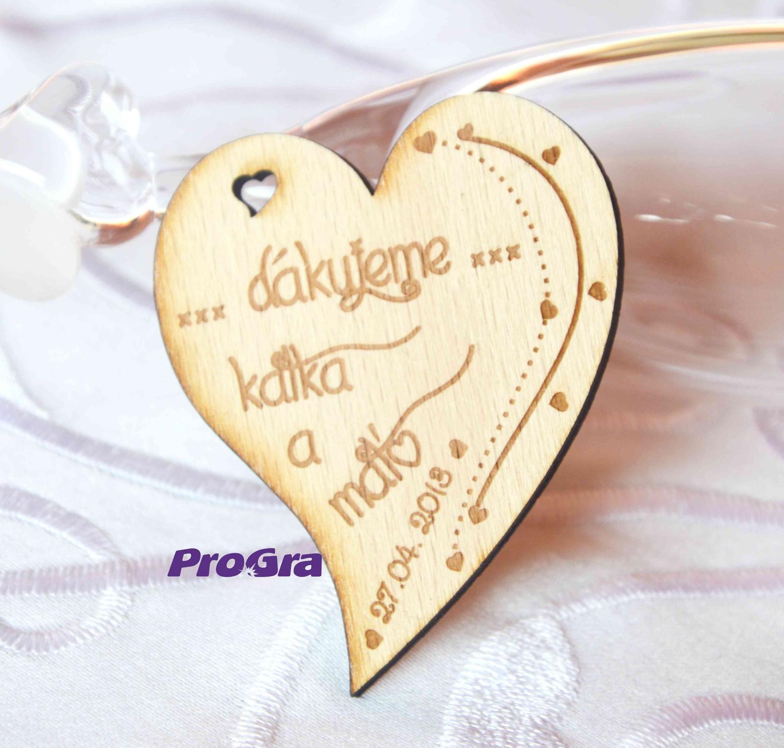 Originální Svatební Doplňky - Srdíčko s magnetkou určitě potěší Vašich svatebních hostů.
