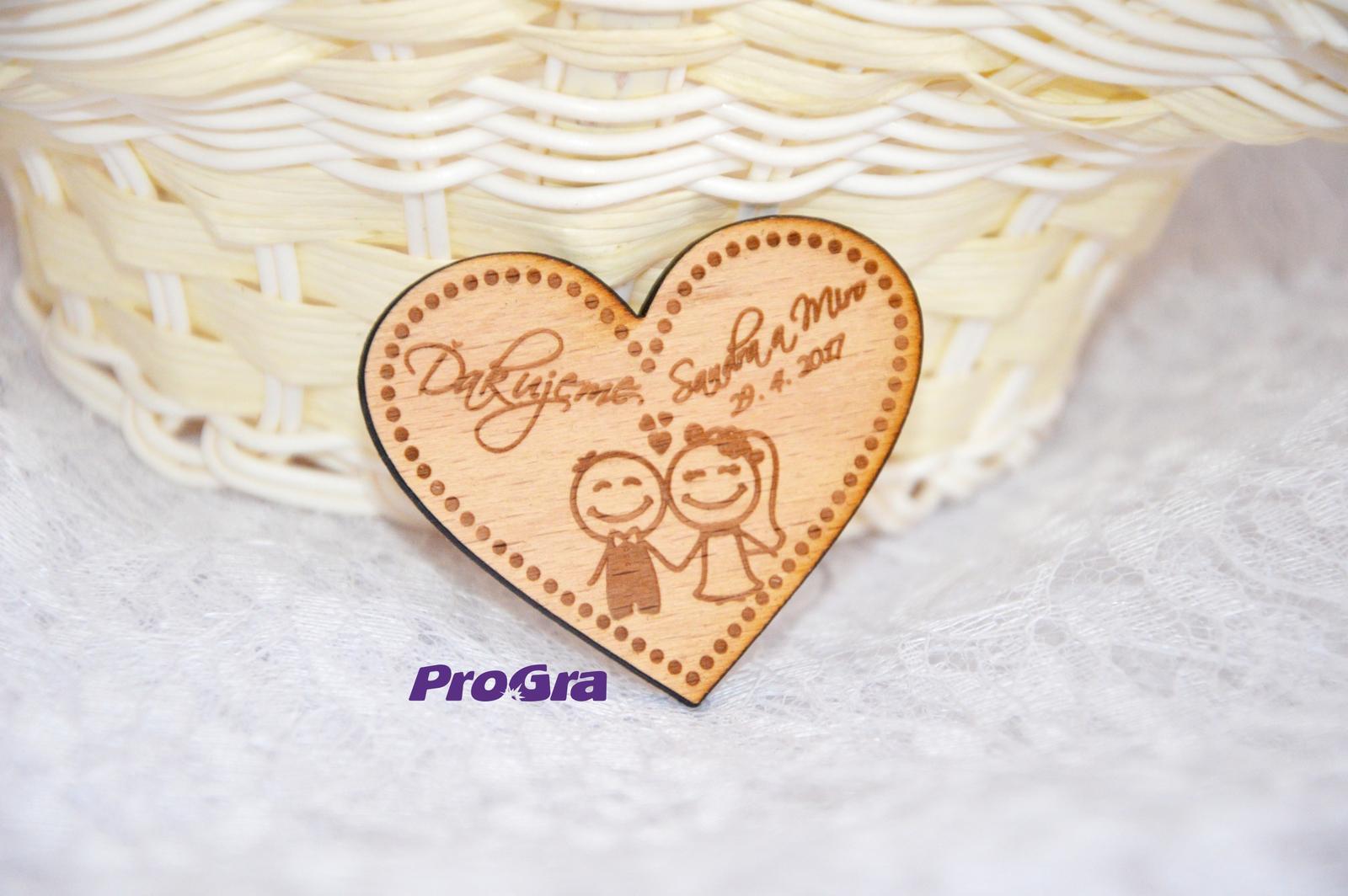 Originální Svatební Doplňky - Dřevěný svatební magnet ve tvaru srdce