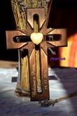 Paprskový křížek - tmavý - krásná vzpomínková dekorace
