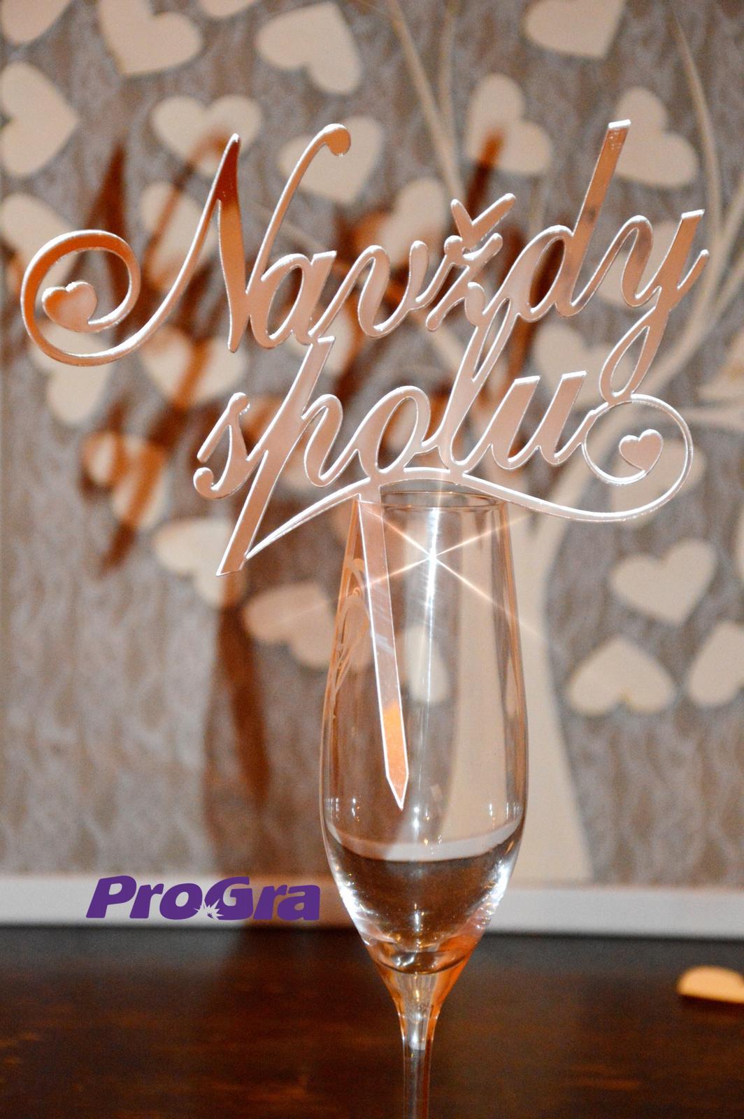 """Originální Svatební Doplňky - Romantický nápis """"Navždy spolu"""" vyřezaný z elegantního zrcadlového plastu může posloužit jako dekorace nejen na svatbu, ale i na výročí svatby, valentýna či dárek z lásky."""