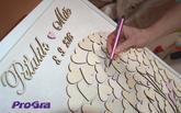 Na preglejkové srdiečka je možné písať rady a priania novomanželom - prípadne sa podpísať aj perom, ktoré si od nás viete objednať aj s gravírovaním