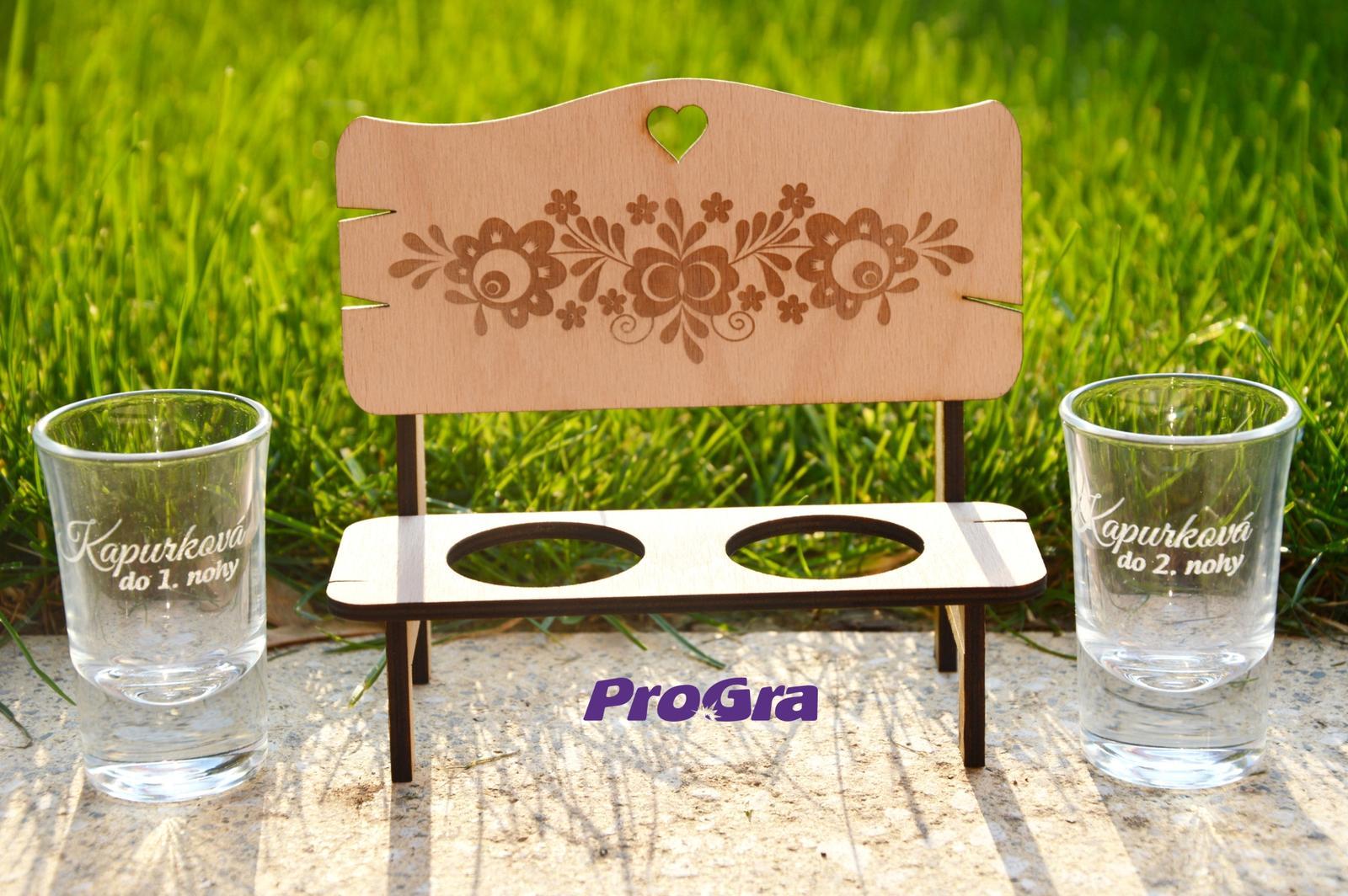 Po svatbě - Dárkový set - gravírovaná lavička a štamprle - možnost personalizace
