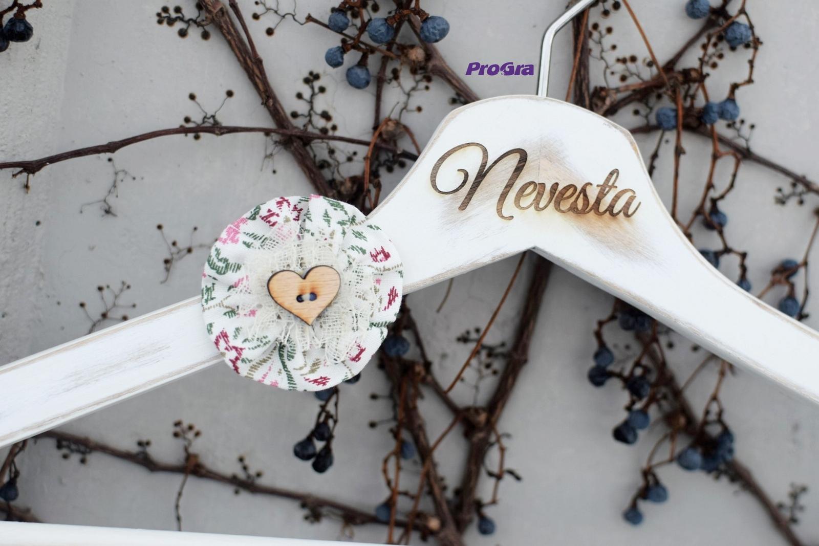 Gravírované svatební vintage věšáčky - Mozartovky - Obrázek č. 4