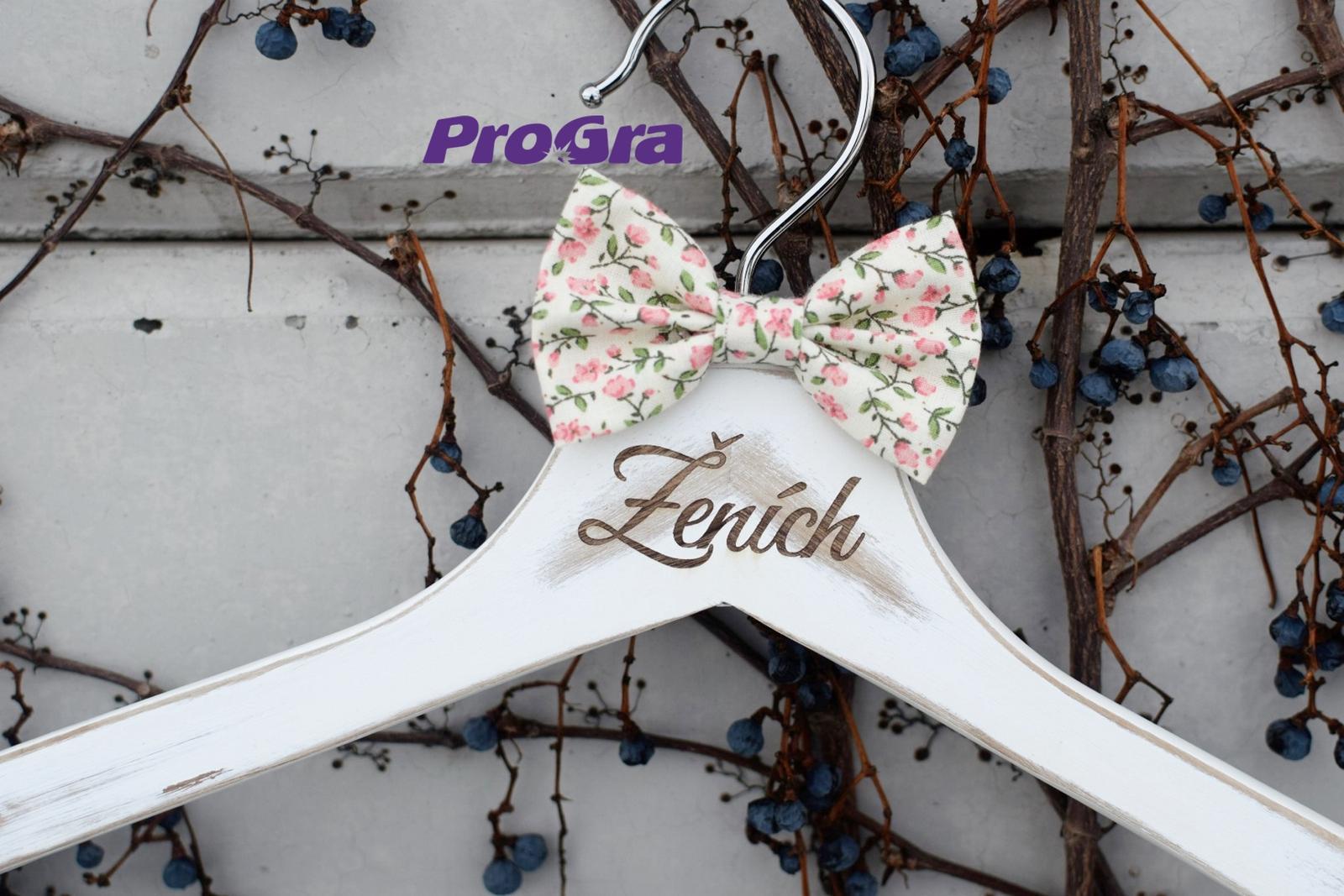 Gravírované svatební vintage věšáčky růžové kvítky - Obrázek č. 2