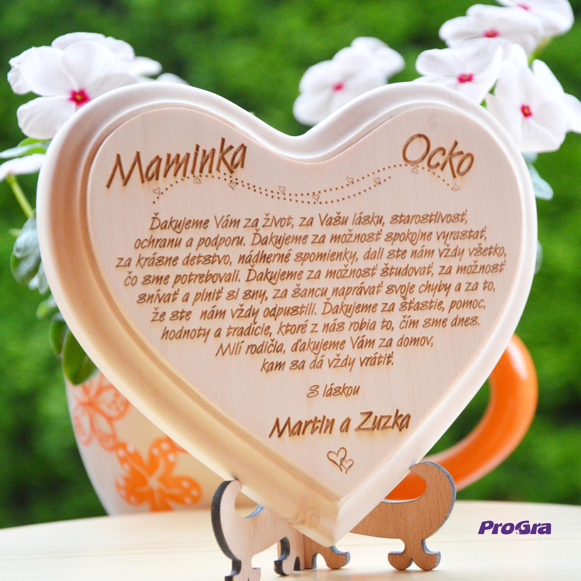 Poděkování rodičům - krásné dřevěné srdíčko s poděkováním rodičům na stojánku