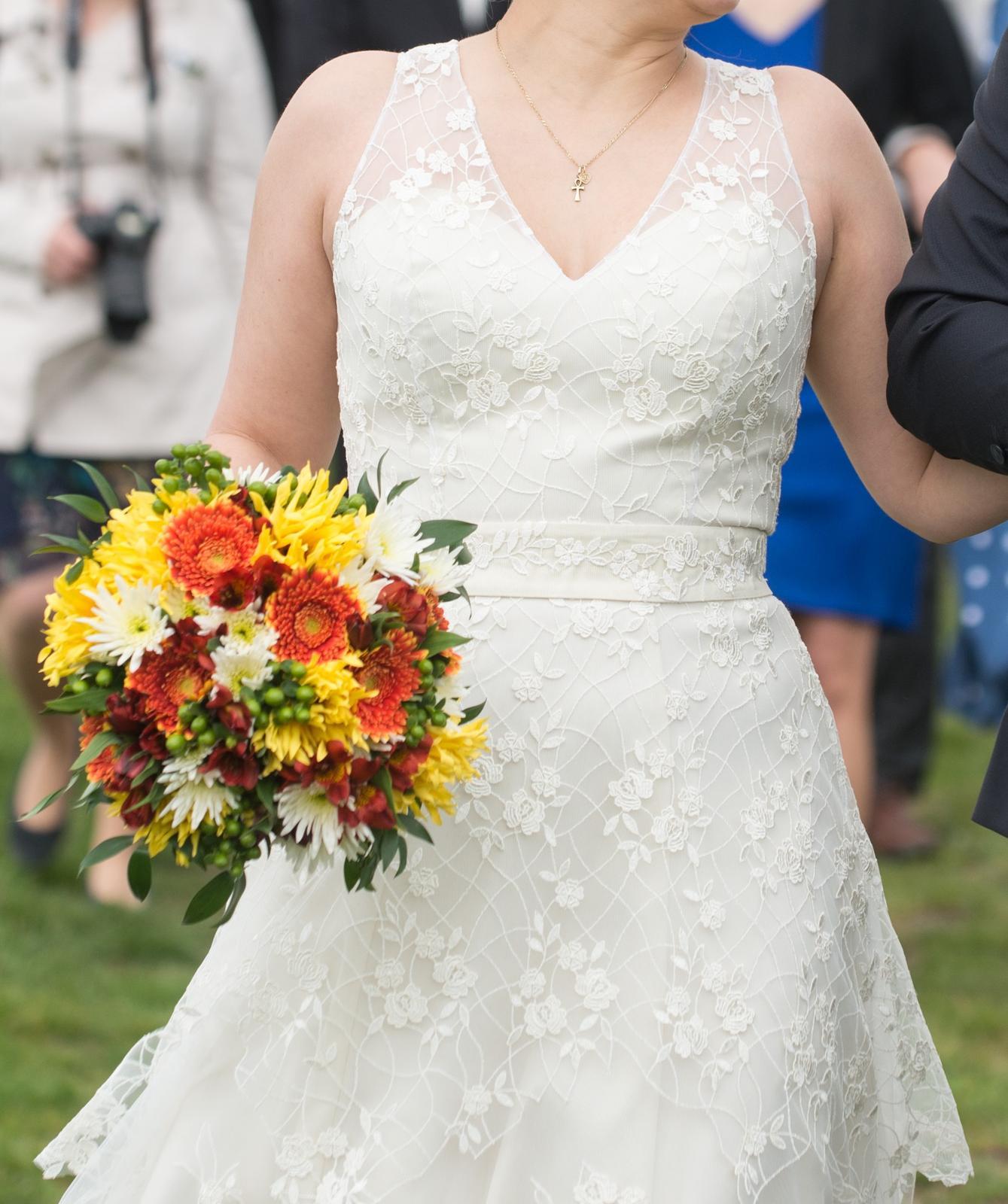 Ručně šité, 1x nošené svatební šaty, postava 170cm - Obrázek č. 2