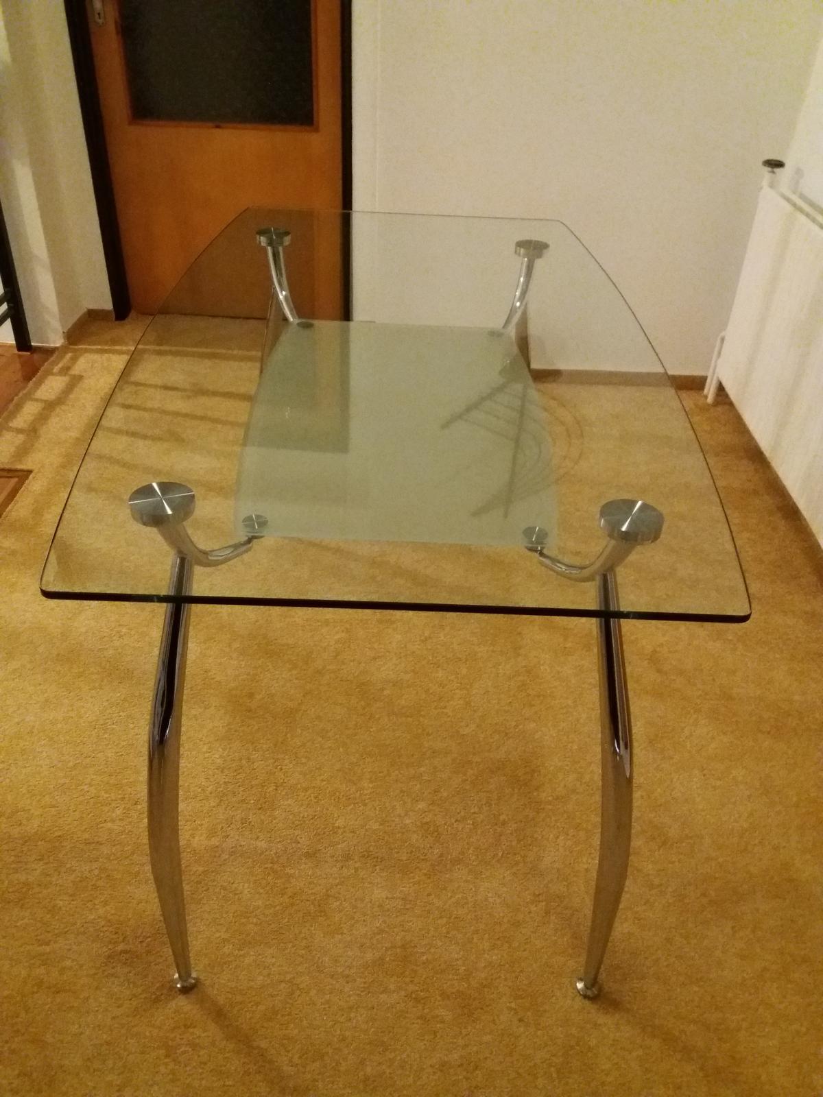 Skleněný jídelní stůl ( a proutěné židle zdarma) - Obrázek č. 1