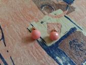ružové náušničky,