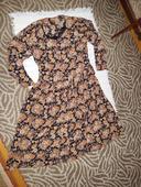 Kvietkované voľné šaty, M