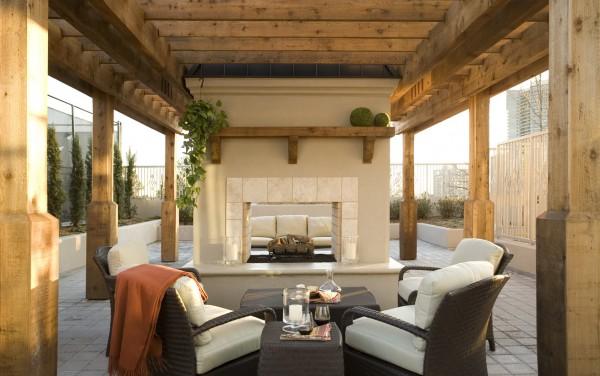 O verande (a spol) - no dobre, do pozadia by sa viac hodili borovice a hory ako železné ploty a mrakodrapy...